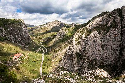 Intre Munti, Draga  Andrei Paul , Romania