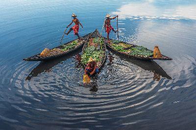 Three Boatmen, Paul  Nikhil , India