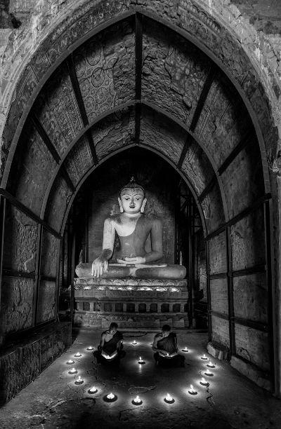 Praying, Tran  Chinh , Usa