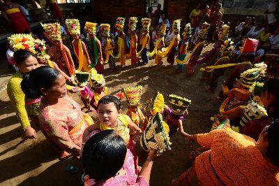 Bali Rejang Dance, Gahari  Dibyo , Indonesia