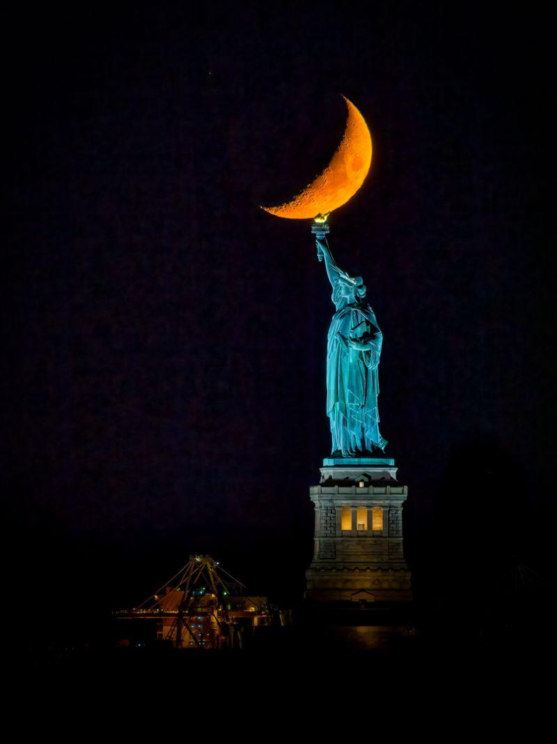 Statue Of Liberty Moon, Fan  Jin , Usa