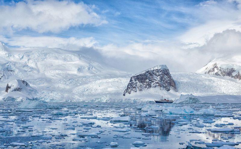 Ship Amid Icebergs, Huilgol  Ajit , India