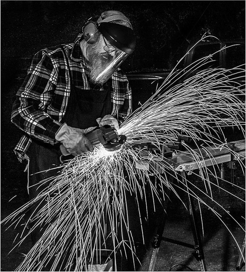Flying Hot Metal Sparks, Funderburg  Don , Usa