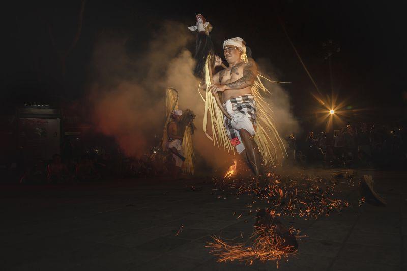 Run Through Fire, Adriani  Maria , Indonesia