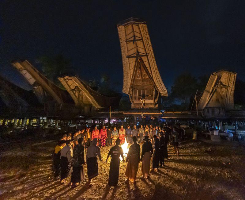 Mabadong Api Unggun, Adriani  Maria , Indonesia
