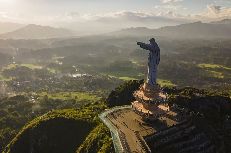 Patung Yesus Memberkati, Adriani  Maria , Indonesia